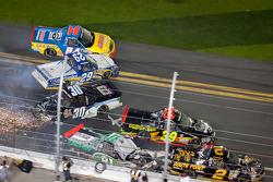 David Starr, Toyota, Nelson A. Piquet, Turner Motorsports Chevrolet, Parker Kligerman, Brad Keselowski Racing Dodge, Chris Fontaine, Ingram Toyota crash