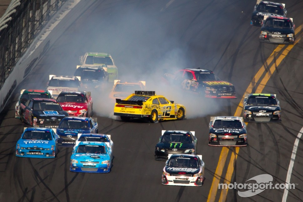 Sam Hornish Jr., Penske Racing Dodge gets loose and crash in the middle of the field