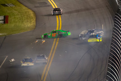Crash with Danica Patrick, Stewart-Haas Racing Chevrolet, Jimmie Johnson, Hendrick Motorsports Chevrolet, Paul Menard, Richard Childress Racing Chevrolet
