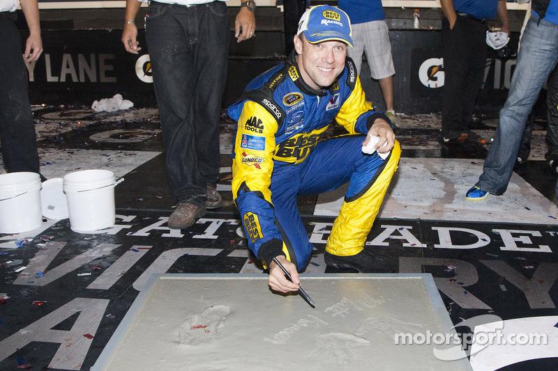 Victory lane: race winner Matt Kenseth, Roush Fenway Racing Ford