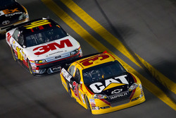 Jeff Burton, Richard Childress Racing Chevrolet and Greg Biffle, Roush Fenway Racing Ford