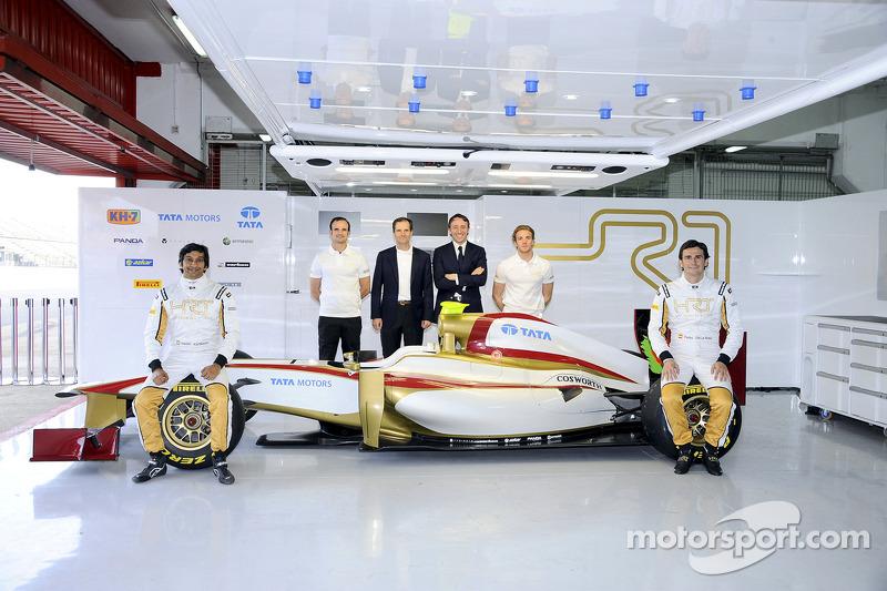 Narain Karthikeyan, Testfahrer Vitantonio Liuzzi, HRT-Teamchef Luis Pérez Sala, HRT-Geschäftsführer