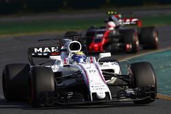 Фелипе Масса, Williams FW40, и Кевин Магнуссен, Haas F1 VF-17