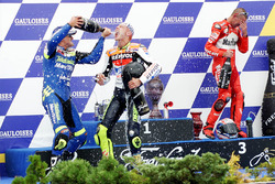 Podium: race winner Valentino Rossi, second place Sete Gibernau, Honda, third place Troy Bayliss, Ducati