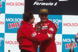 Победитель гонки Жан Алези, Ferrari на подиуме вместе с Жаном Тодтом