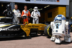 Nico Hulkenberg, Renault Sport F1 Team and Jolyon Palmer, Renault Sport F1 Team with Renault Sport F1 Team RS17, Storm Trooper and R2D2