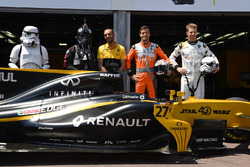 Storm Trooper, Cyril Abiteboul, Renault Sport F1 Managing Director, Jolyon Palmer, Renault Sport F1 Team RS17 and Nico Hulkenberg, Renault Sport F1 Team RS17