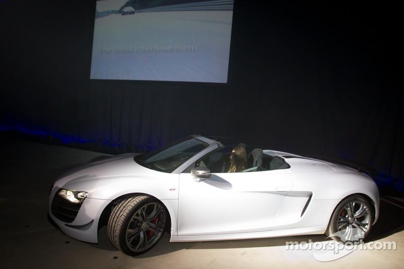 Cyndie Allemann in de nieuwe Audi R8 GT Spyder