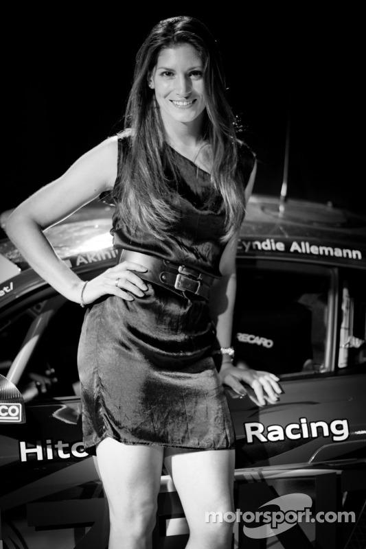 Cyndie Allemann met #21 Hitotsuyama Racing Audi R8 LMS