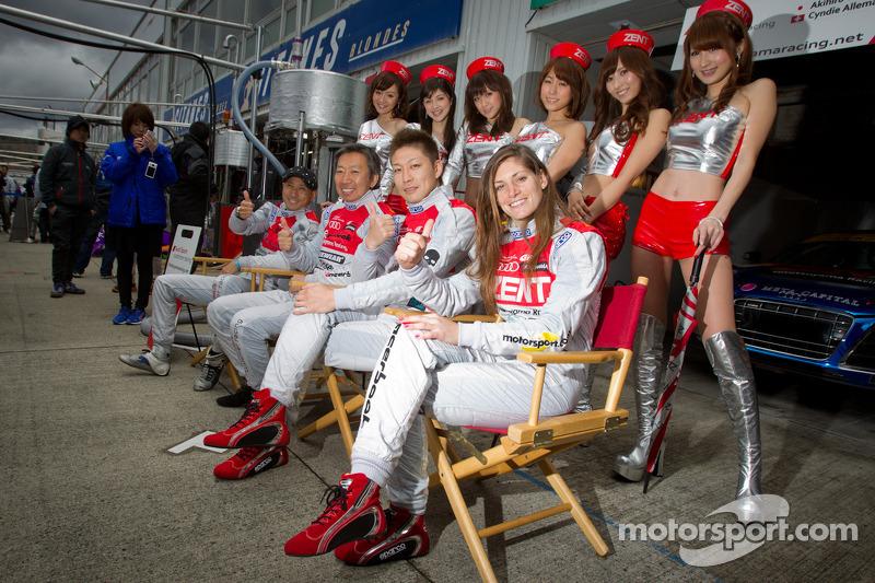 Hideki Noda, Michael Kim, Akihiro Tsuzuki en Cyndie Allemann met de Zent race queens
