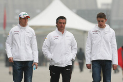 Nico Hulkenberg, Sahara Force India F1 with Andy Stevenson, Sahara Force India F1 Team Manager and Paul di Resta, Sahara Force India F1