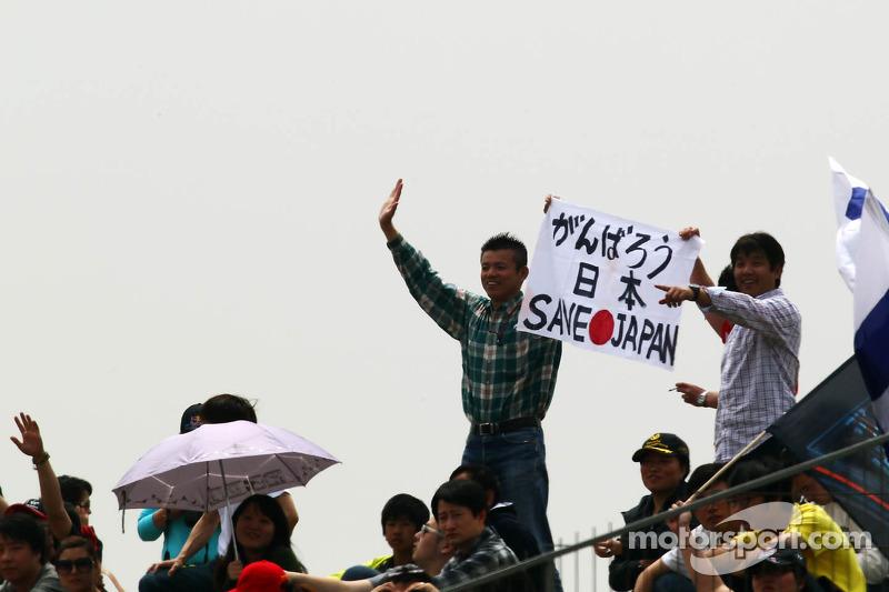 Save Japan spandoek