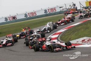 Jenson Button, McLaren Mercedes leads Kimi Raikkonen, Lotus at the start of the race