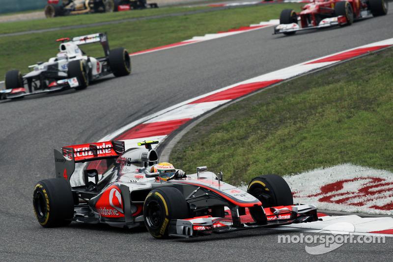 Lewis Hamilton, McLaren voor Kamui Kobayashi, Sauber