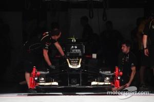 Romain Grosjean, Lotus F1 in the pits