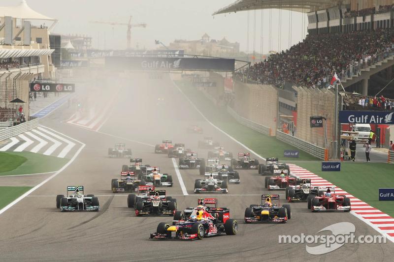 Sebastian Vettel, Red Bull Racing mène au début de la course