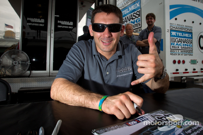 Autograph session: Andy Lally