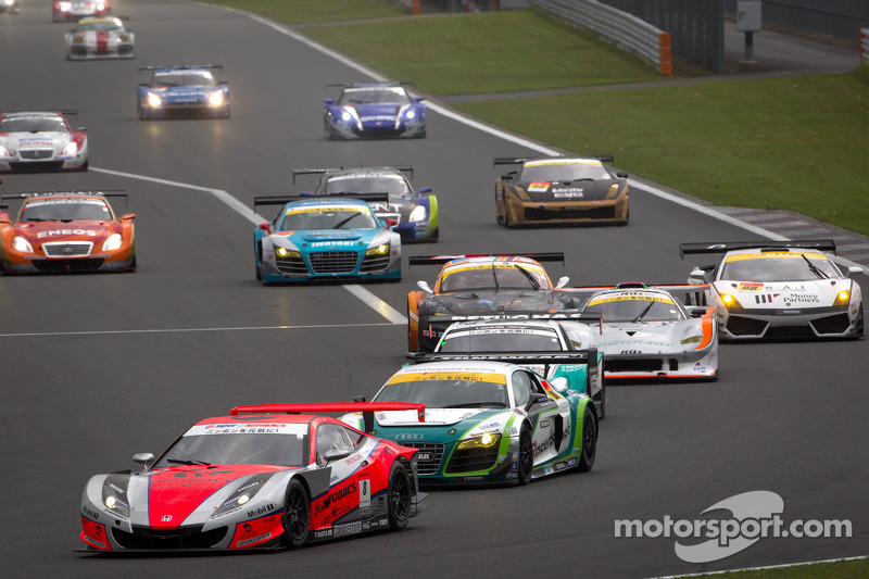 Derde ronde groene vlag: #8 Autobacs Racing Team Aguri Honda HSV-010 GT: Ralph Firman, Takashi Kobay