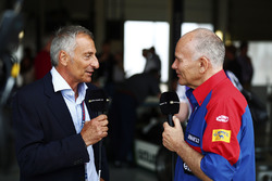 Riccardo Patrese, former Williams team manager Peter Windsor