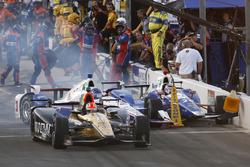 James Hinchcliffe, Schmidt Peterson Motorsports Honda, Helio Castroneves, Team Penske Chevrolet and Takuma Sato, Andretti Autosport Honda crash in pit lane