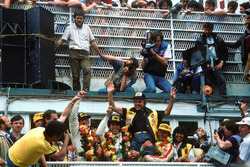 Podium: Reinhold Joest fête la victoire avec John Winter,  Paolo Barilla and Klaus Ludwig, Joest Racing