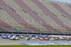 Эллиот Сэдлер, JR Motorsports Chevrolet и Денни Хэмлин, Joe Gibbs Racing Toyota