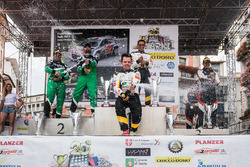 Kevin Gilardoni auf podium, Rally Ronde del Ticino