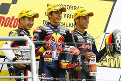 Yarış galibi Marc Marquez, 2. Tomoyoshi Koyama, 3. Sandro Cortese