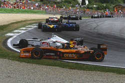 Jacques Villeneuve, BAR 004 Honda t-bones Heinz-Harald Frentzen, Arrows A23 Cosworth