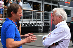 Charlie Whiting, FIA Delegesi, Michael Schmidt, Haberci