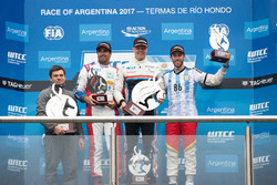 Podium: winner Yann Ehrlacher, RC Motorsport, second place Esteban Guerrieri, Campos Racing, third place Mehdi Bennani, Sébastien Loeb Racing