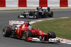 Fernando Alonso, Scuderia Ferrari leads Pastor Maldonado, Williams