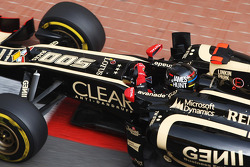 Kimi Raikkonen, Lotus F1, con un casco homenaje a James Hunt