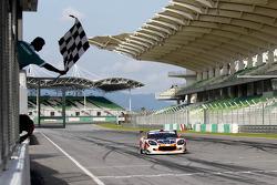 Ginetta G50Z GT3: Cyndie Allemann, Samson Chan takes the checkered flag