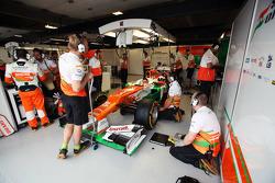 Paul di Resta, Sahara Force India in the pits