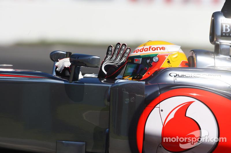 Lewis Hamilton, McLaren Mercedes begroet fans