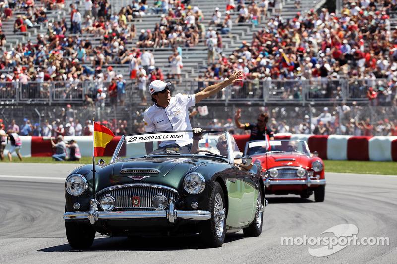 Pedro De La Rosa, HRT Formula 1 Team on the drivers parade