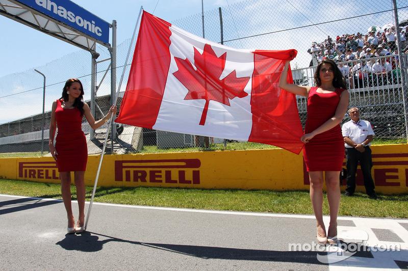 Gridgirls met de Canadese vlag