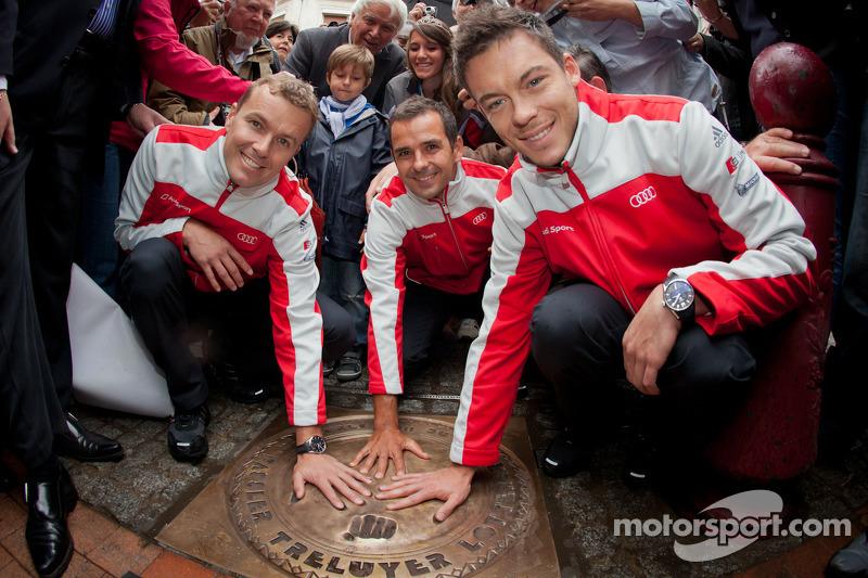 Handafdruk ceremonie: 2011 24 Uren van Le Mans winnaars Marcel Fässler, Andre Lotterer en Benoit Tré