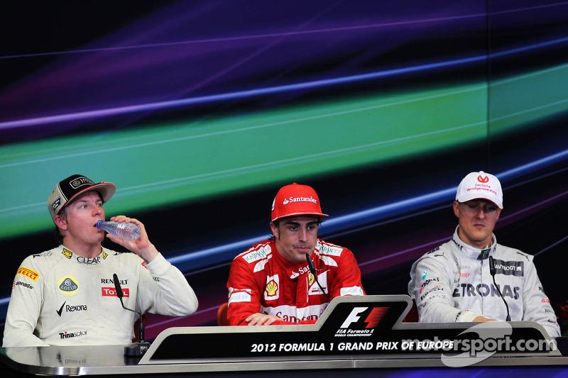Conferencia de prensa de la FIA Kimi Raikkonen, Lotus F1 Team, segundo; Fernando Alonso, Ferrari, ganador de la carrera; Michael Schumacher, Mercedes AMG F1, tercer lugar
