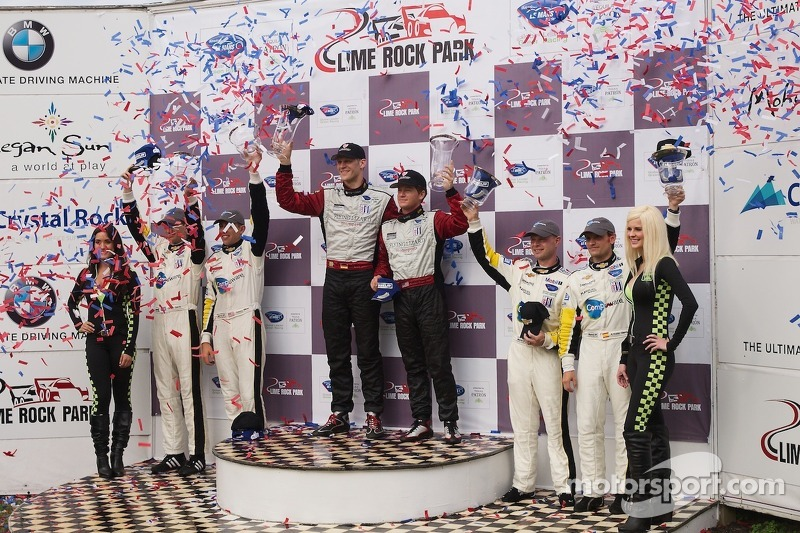 GT podium: winnaars Jörg Bergmeister, Patrick Long, 2de Oliver Gavin, Tom Milner, 3de Jan Magnussen,