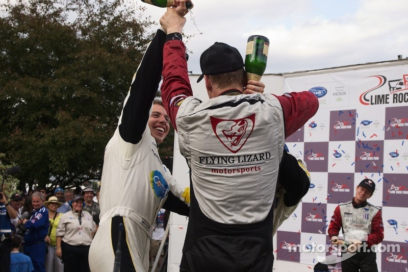 GT podium: winnaars Jörg Bergmeister, Patrick Long, 2de Oliver Gavin, Tom Milner, 3de Jan Magnussen, Antonio Garcia