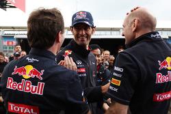 Christian Horner, Red Bull Racing Team Principal viert met Mark Webber, Red Bull Racing en Adrian Newey, Red Bull Racing Chief Technical Officer