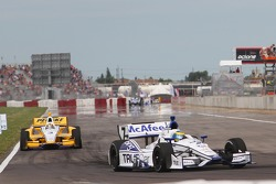 Sébastien Bourdais, Dragon Racing Chevrolet and Helio Castroneves, Team Penske Chevrolet