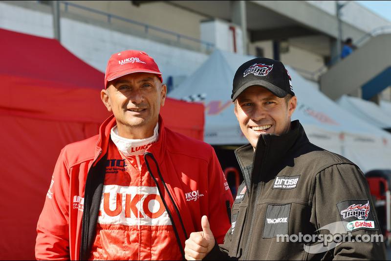 Gabriele Tarquini, SEAT Leon WTCC, Lukoil Racing Team en Tiago Monteiro, SEAT Leon WTCC, Tuenti Racing Team