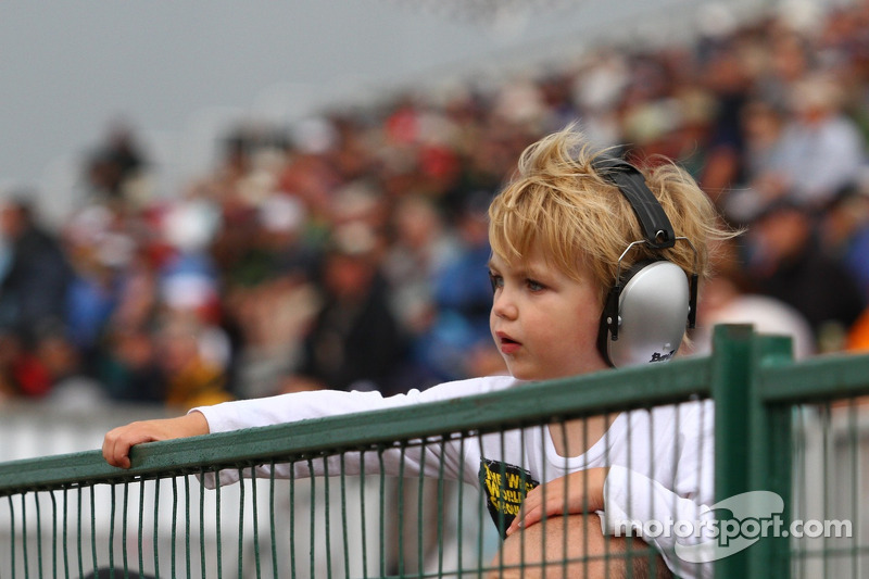 A young race fan enjoys the Indy Car Qualifying