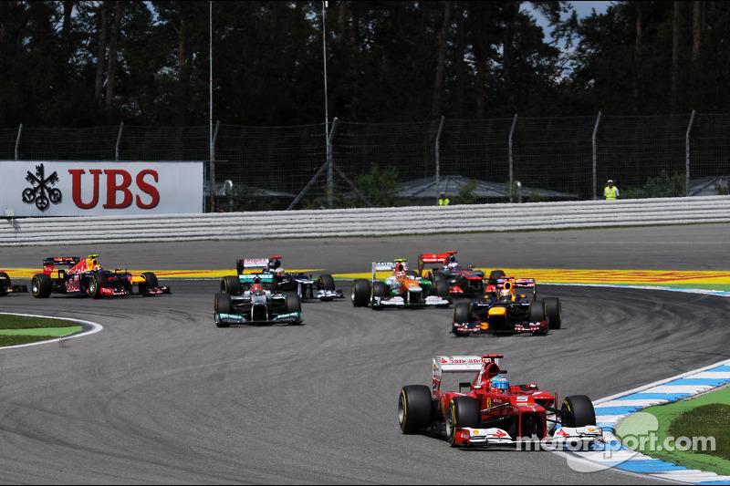 Fernando Alonso, Ferrari leidt bij de start