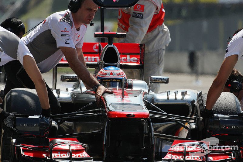 Jenson Button, McLaren in de pits