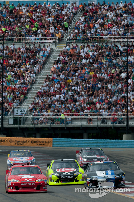 Kurt Busch, Phoenix Racing Chevrolet, Matt Kenseth, Roush Fenway Racing Ford, Paul Menard, Richard Childress Racing Chevrolet