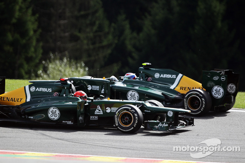 Heikki Kovalainen, Caterham spins and team mate Vitaly Petrov, Caterham passes him